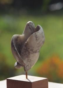 sculpture d'un oiseau - colombe - symbole de la Paix
