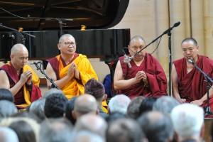 Prière des Moines Tibétains pendant le Festival d'Art Sacré de Senlis 2019
