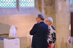 Sculpteur Dominique Rivaux devant sa sculpture - Senlis 2019