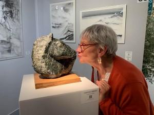 Dominique Rivaux avec sa sculpture À travers le feuillage photo: Caroline CREUTZER